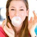 Žvečenje čigumija koristno za telesno držo in lepo obliko obraza?